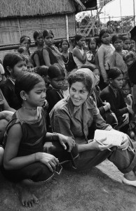 Journalist Beverly Deepe interviewing Vietnamese women in 1962. (AP Photo)