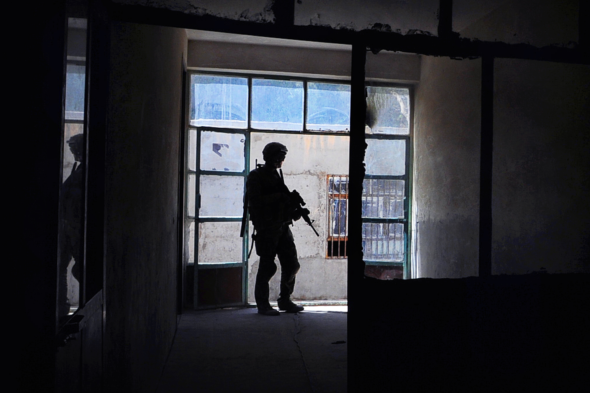 A U.S. Army soldier provides security at a school in Farah City, Afghanistan, on Aug. 1, 2012. (Photo credit: U.S. Navy Lt. Benjamin Addison)