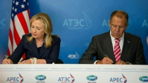 U.S. Secretary of State Hillary Clinton and Russian Foreign Minister Sergey Lavrov sign a joint statement seeking greater cooperation on inter-regional issues. (Photo credit: Department of State)
