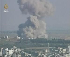 Un attacco israeliano ha causato una forte esplosione in una zona residenziale a Gaza durante l'assalto israeliano a Gaza nel 2008-2009. (Photo credit: Al Jazeera)