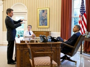 Timothy Geithner (left), then Treasury Secretary, meeting with President Barack Obama in the Oval Office. (White House photo)