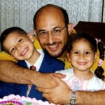 Sami Al-Arian and his two children. (Photo credit: Muslimmatters.org)