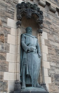 A statue of William Wallace at the entrance of Edinburgh Castle. (Photo credit: Don North)