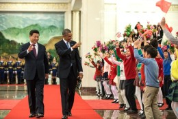 President Barack Obama and President Xi Jinping of China greet children during the State Arrival Welcome Ceremony at the Great Hall of the People in Beijing, China, Nov. 12, 2014. (Official White House Photo by Pete Souza)