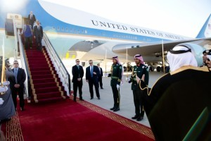 President and Mrs. Obama disembark from Air Force One at King Khalid International Airport in Riyadh on Jan. 27, 2015, for a state visit to Saudi Arabia. (Official White House Photo by Pete Souza)