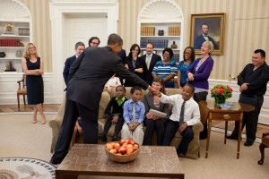 [Image: Obama_greets_students_from_Waiting_for_S...00x200.jpg]