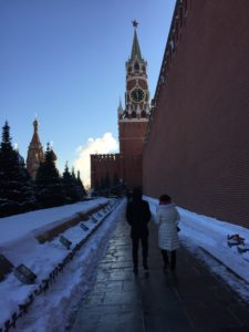Couple walking along the Kremlin, Dec. 7, 2016. (Photo by Robert Parry)