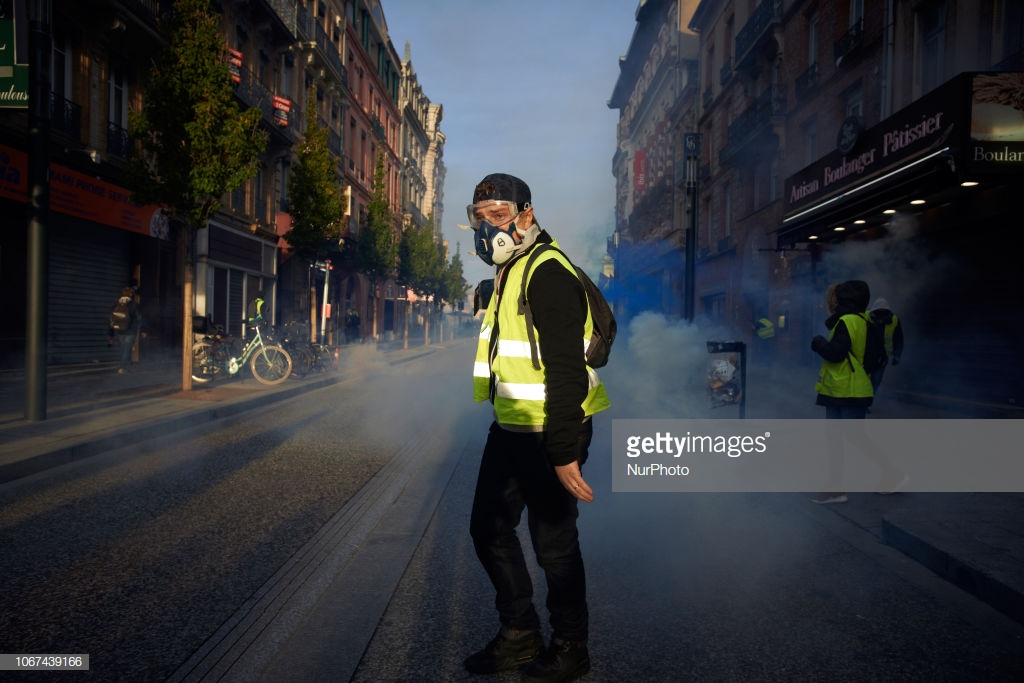 Yellow Vests Rise Against Neo-Liberal 'King' Macron – Consortiumnews