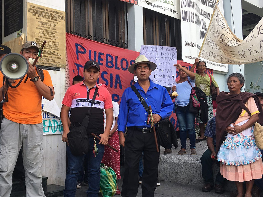 Protest of Tahoe Resources' Escobar silver mine outside the Constitutional Court of Guatemala, May 2018. (Jackie McVickar via Flickr)