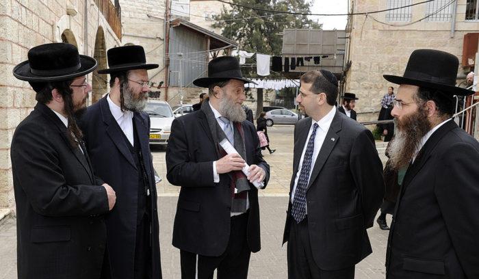 "The Haredi ""Consul"" Rabbi Matityahu Cheshin with former U.S. Ambassador to Israel Daniel P. Shapiro on a tour of the ultra-Orthodox neighborhood of Meah She'arim in Jerusalem. (U.S. Embassy Jerusalem via Flckr)"