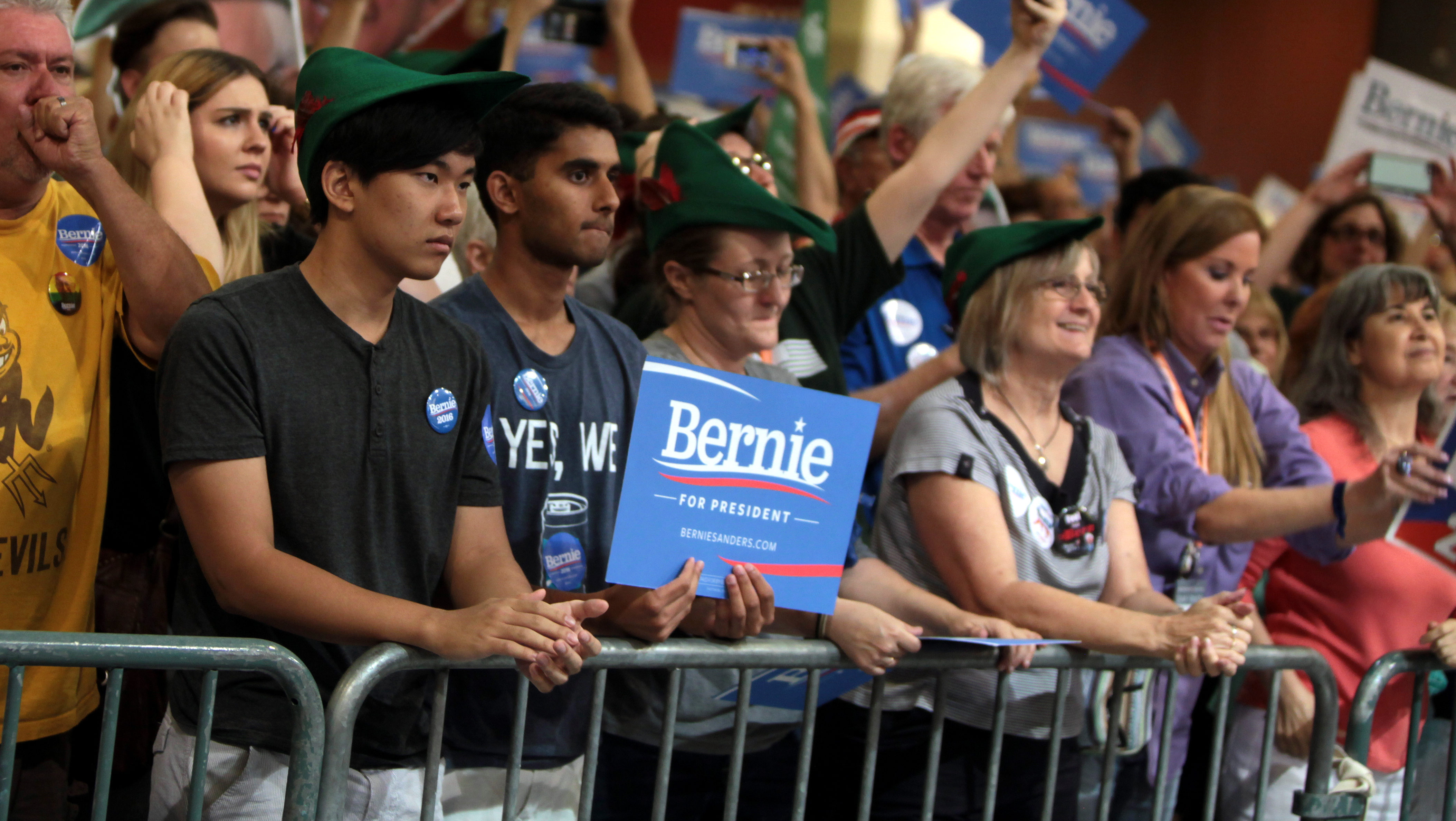 Sanders supporters at a town meeting in Phoenix, Arizona, July 2015. (Gage Skidmore via Flickr)