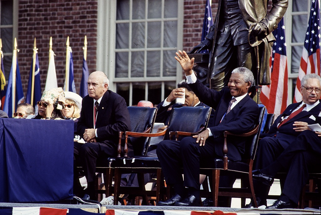 F.W. de Klerk, left, the last president of apartheid-era South Africa, and Nelson Mandela, his successor, wait to speak in Philadelphia, 1993. (Library of Congress)