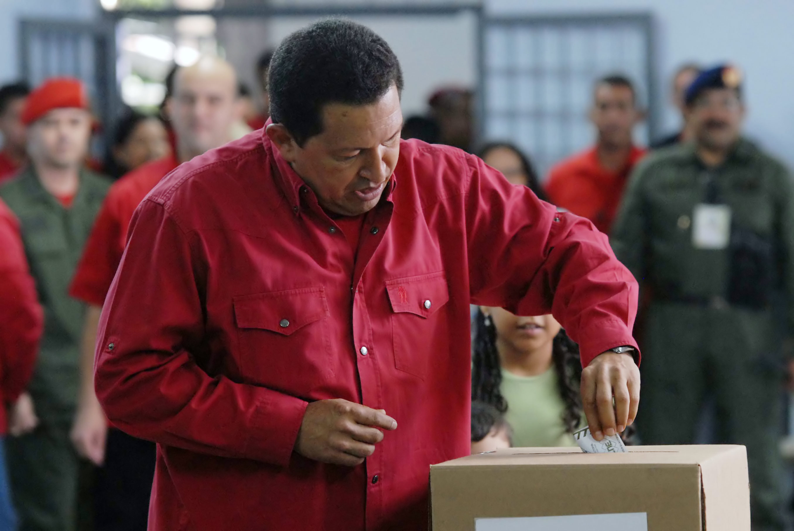 Chavez voting in 2007. (Wikimedia)