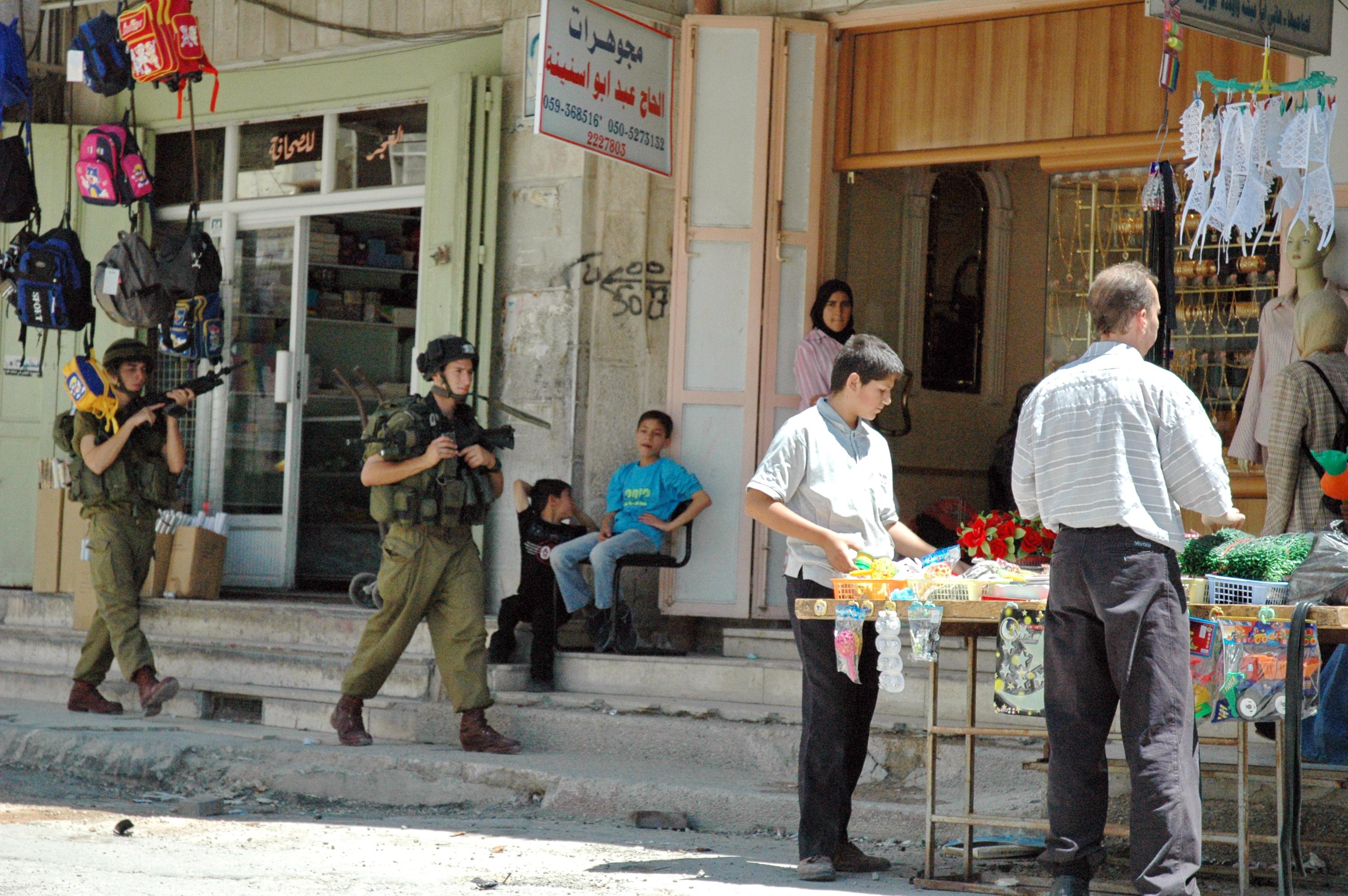 Israeli soldiers in Palstinian city of Hebron, 2004. (Wikimedia)