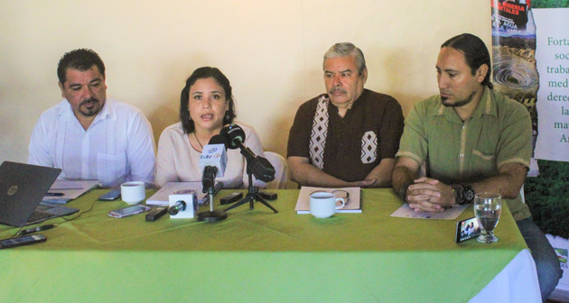 Representatives of the Central American environmental organizations that produced the study presenting it San Salvador. (Association for the Development of El Salvador)