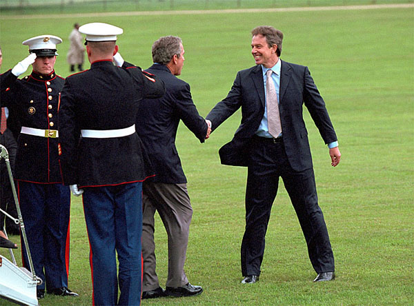Blair welcoming George W. Bush to England. Wikimedia)