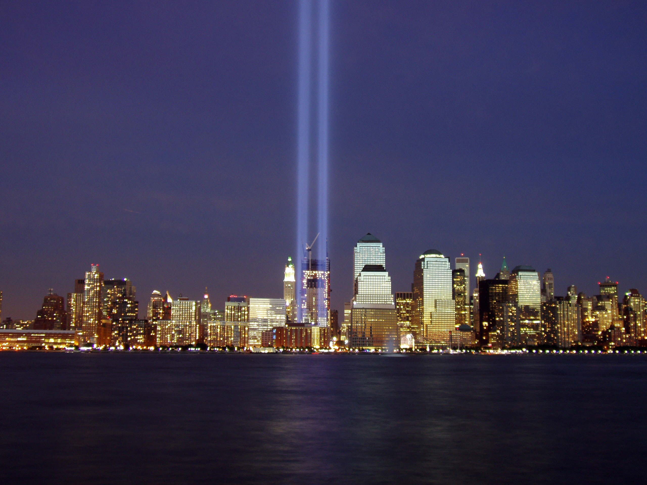 2004 Tribute in Light memorial. (Wikimedia)