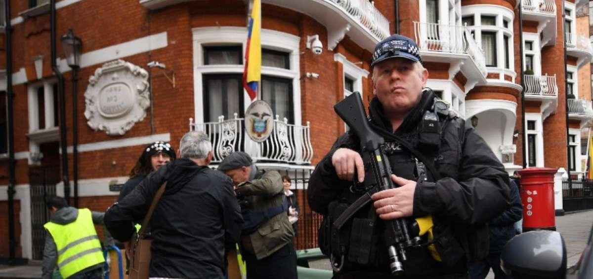 On the Pavement with Wikileaks - Consortiumnews