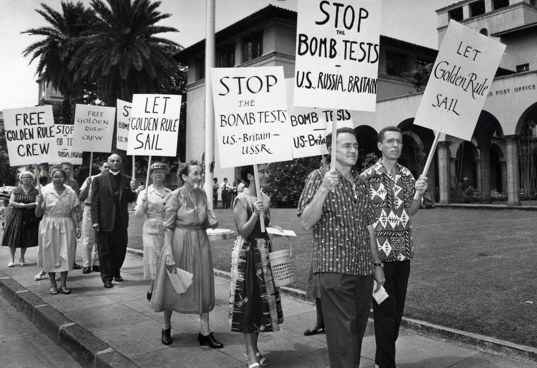 Honolulu protests against nuclear testing and the arrests of Golden Rule crew. (Quaker House, Honolulu collection)