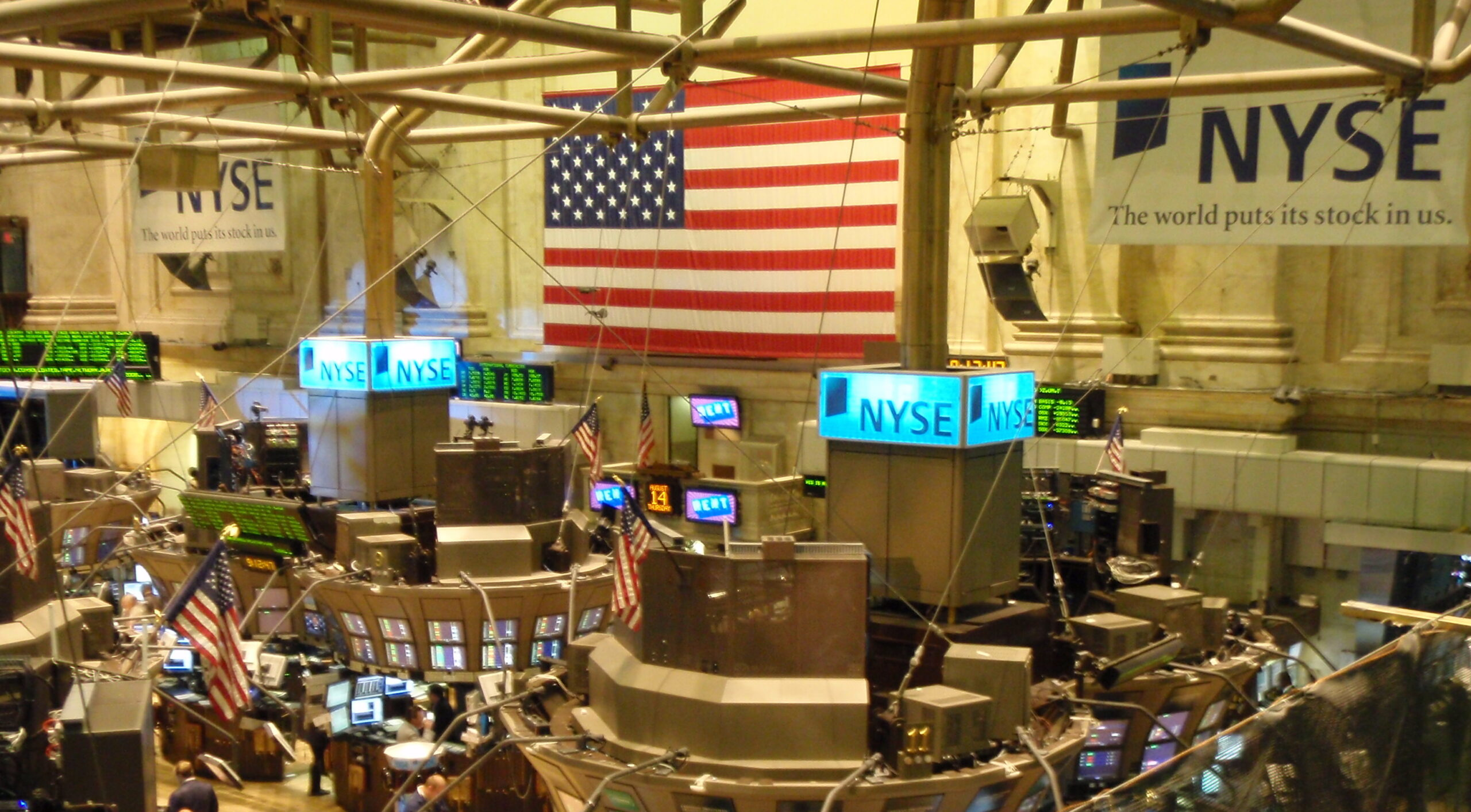A view from the Member's Gallery inside the New York Stock Exchange, August 2008. (Ryan Lawler, Wikimedia Commons)