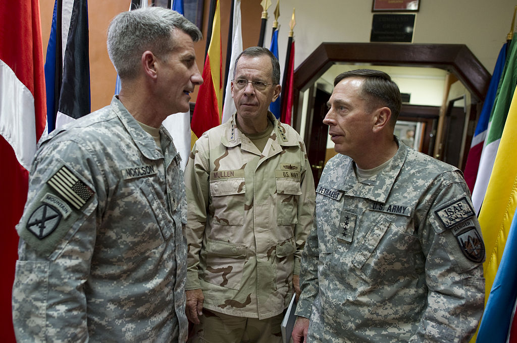 Nicholson (l.) Navy Adm. Mike Mullen, chairman of the Joint Chiefs of Staff, and Gen. David Petraeus at ISAF Headquarters in Kabul, Afghanistan, Sept. 3, 2010. (DOD)